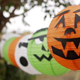 oranje, groene en witte Halloween lampionnen