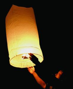 De xl wensballonnen kun je makkelijk oplaten