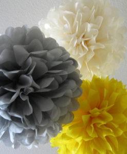 mooie pompons in 3 verschillende kleuren