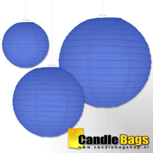 Donker blauwe lampionnen