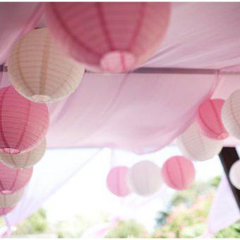 Wit en roze lampionnen decoratie