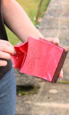 haal de drijvende candlebag uit de verpakking