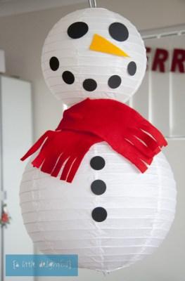 sneeuwpop van lampionnen